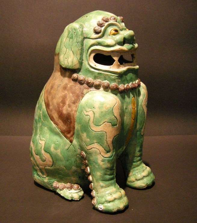 "Large buddhist lion ""Famille verte"" porcelain"